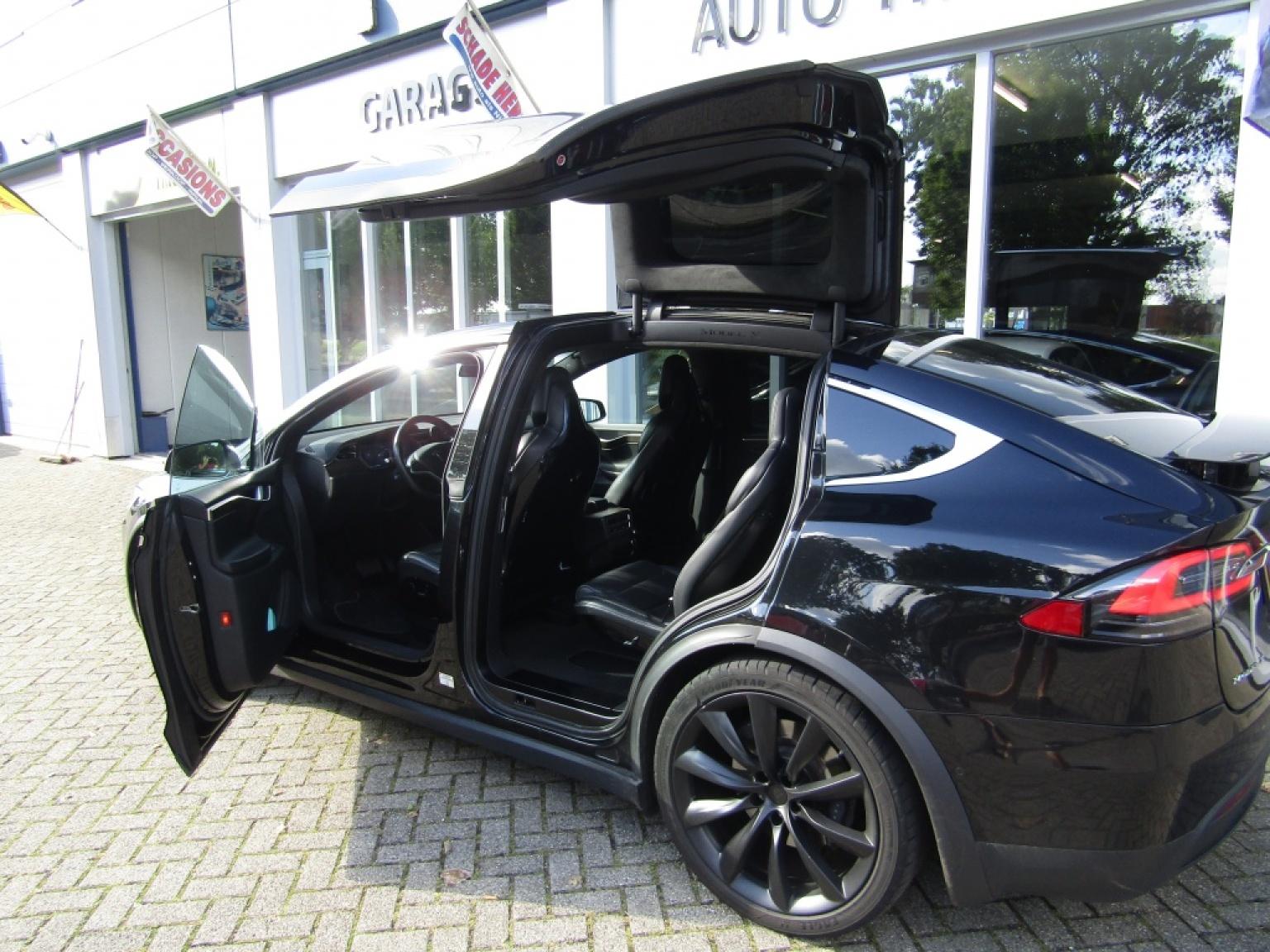 Tesla-Model X-6