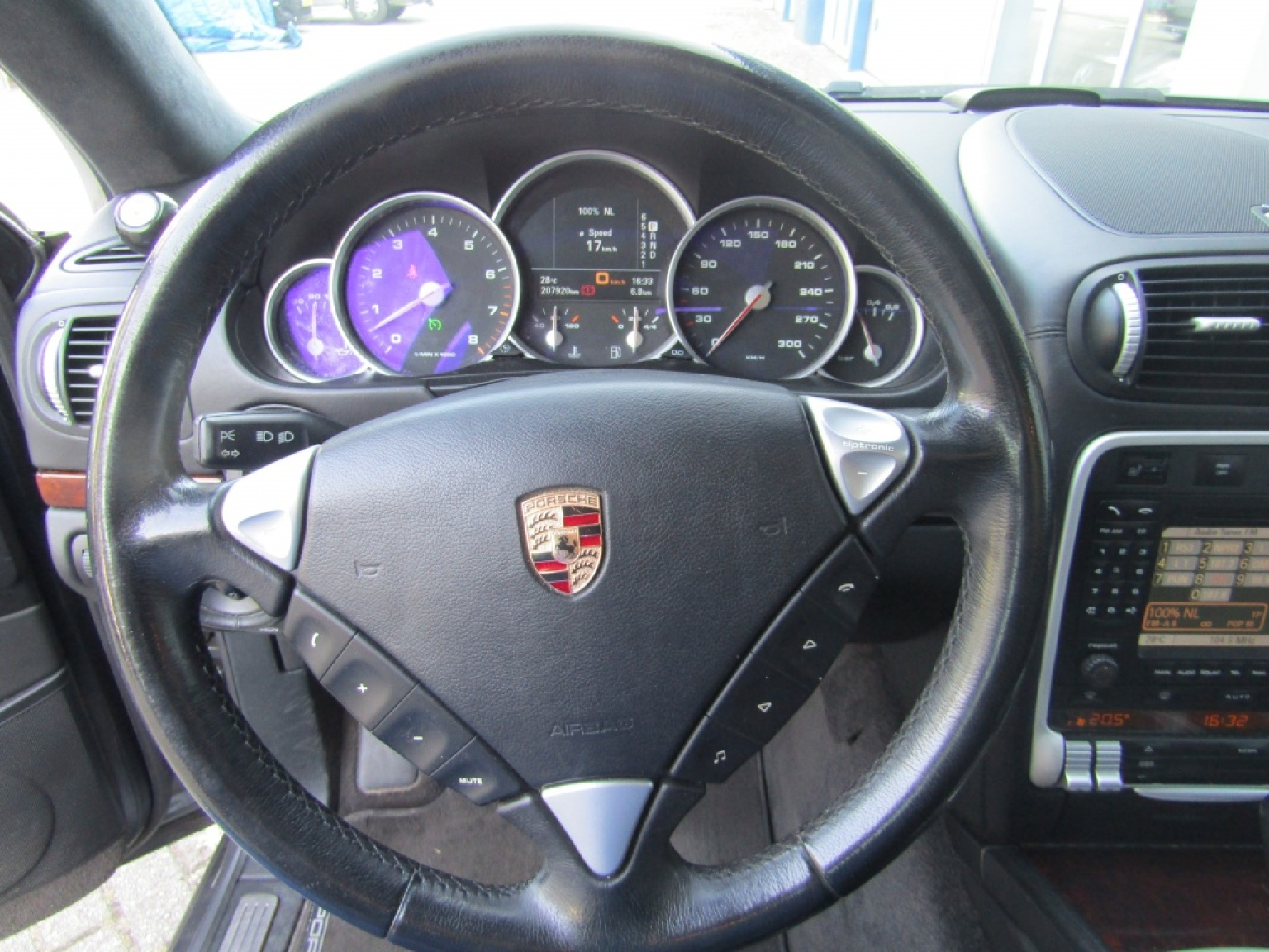 Porsche-Cayenne-17