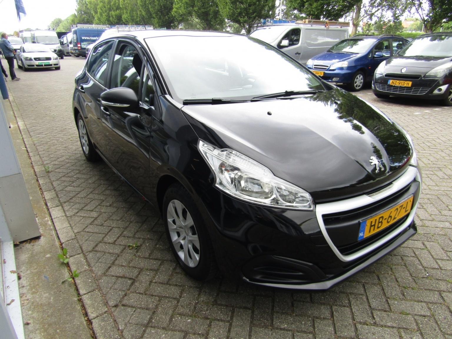 Peugeot-208-4
