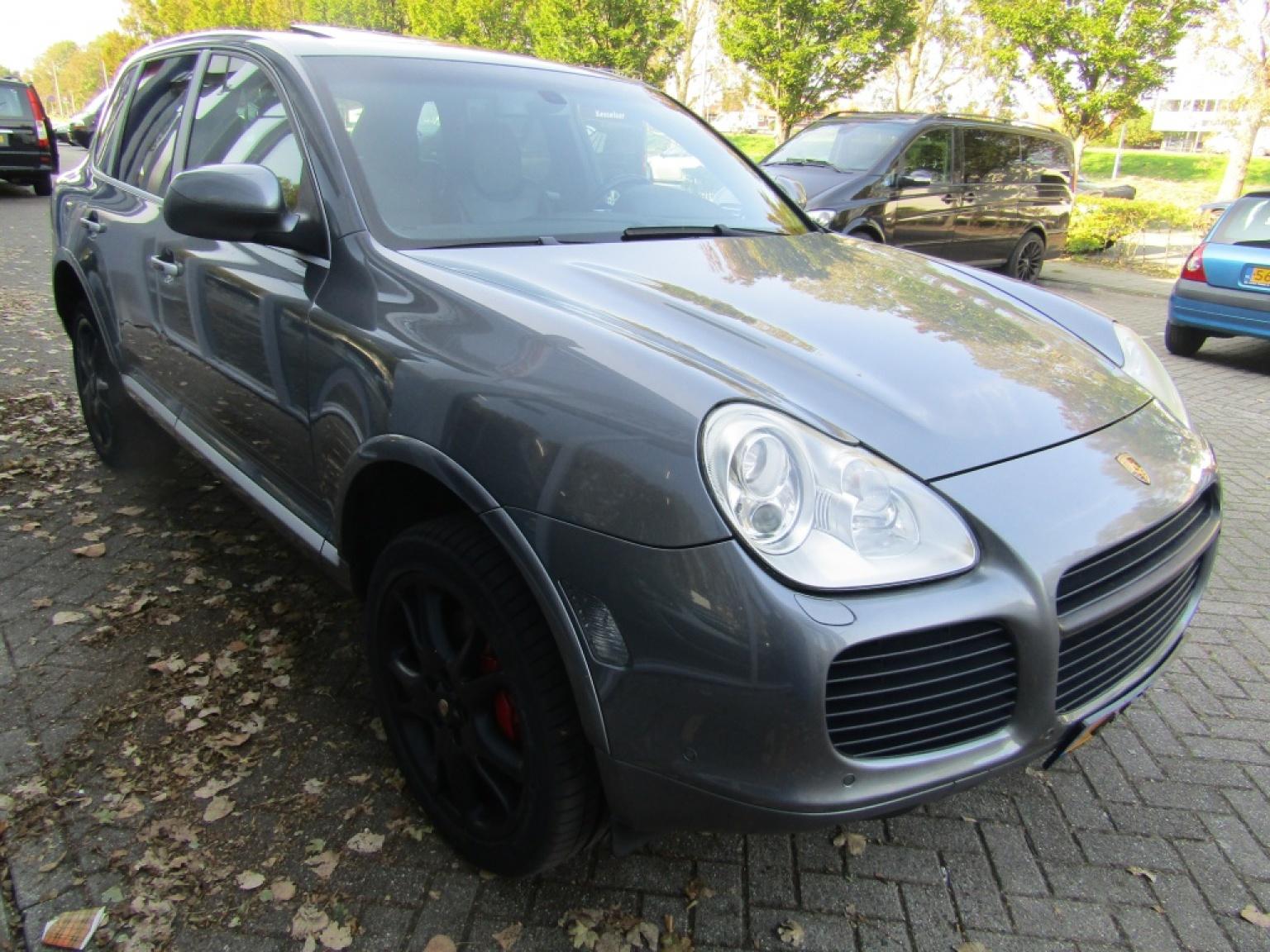 Porsche-Cayenne-4